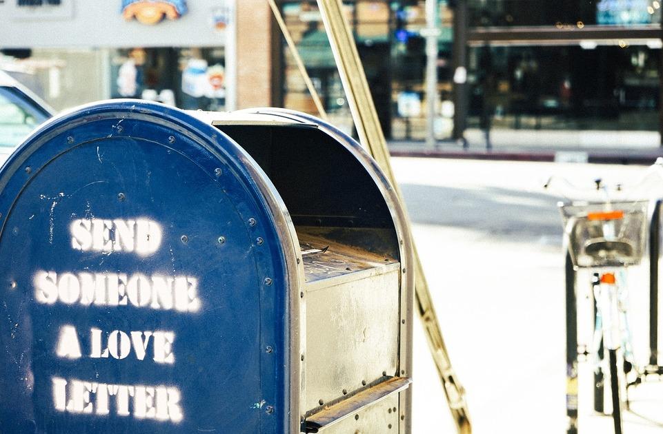 バイト履歴書ってどう渡せばいいの?郵送・手渡しそれぞれのマナー