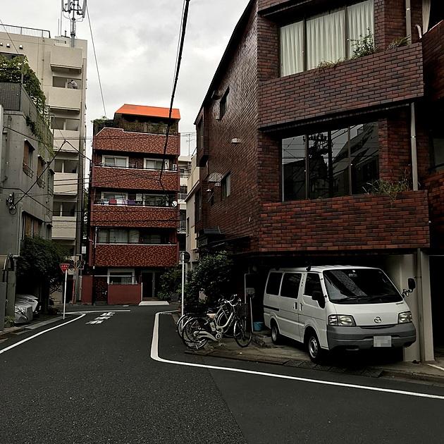 鶴巻町の通りの写真
