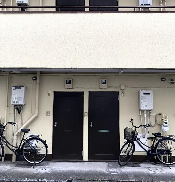 アパートの正面の写真