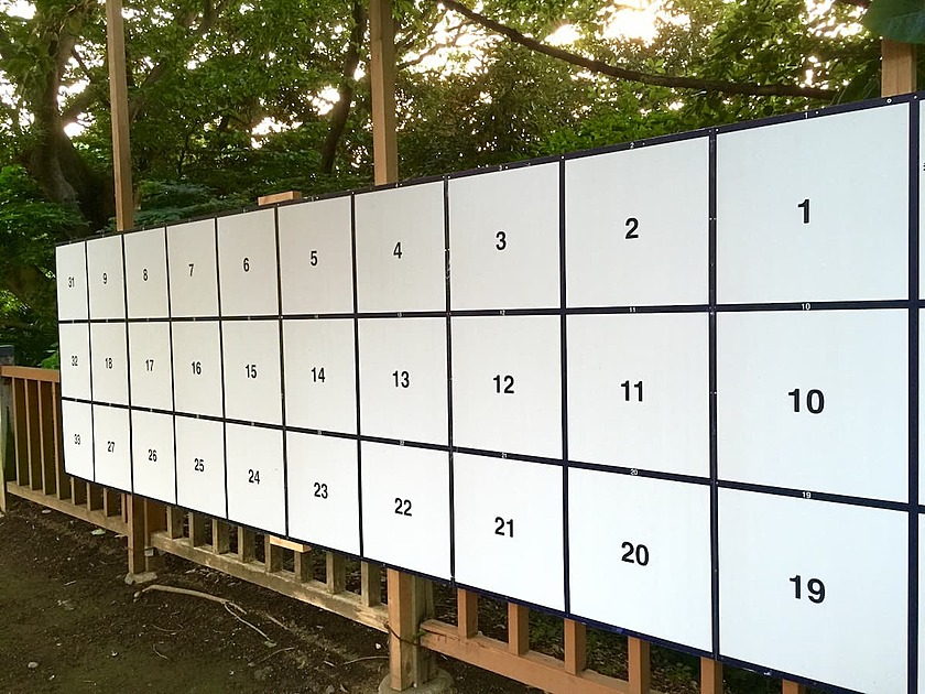 選挙の掲示板の写真