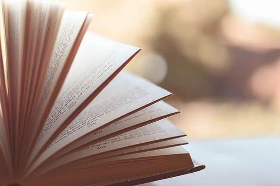 セピア色の本の画像