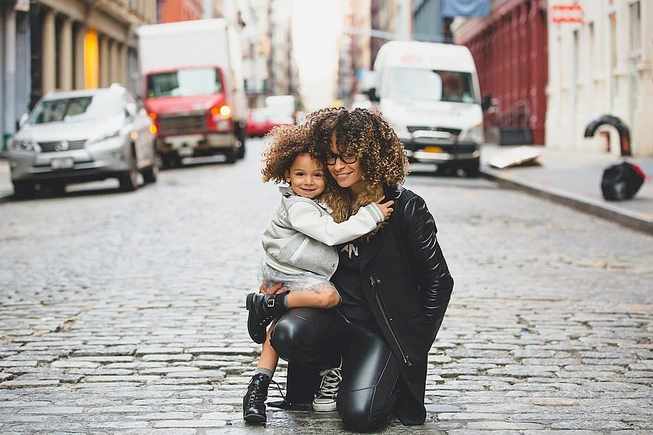 お母さんと子供の画像