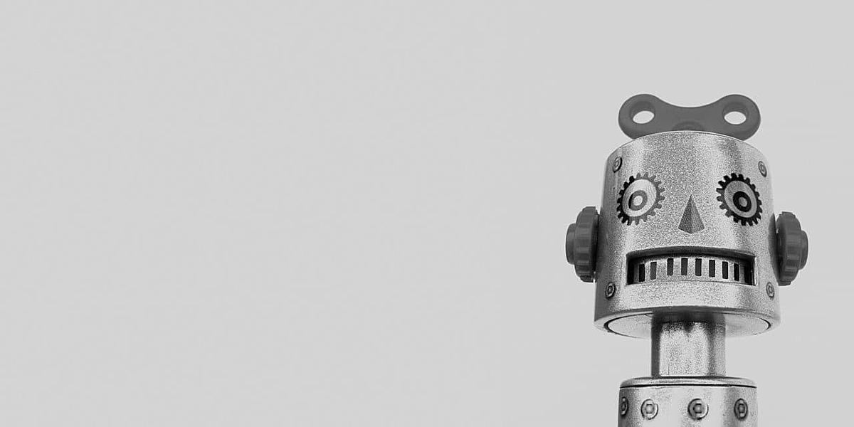 おもちゃのロボットの画像