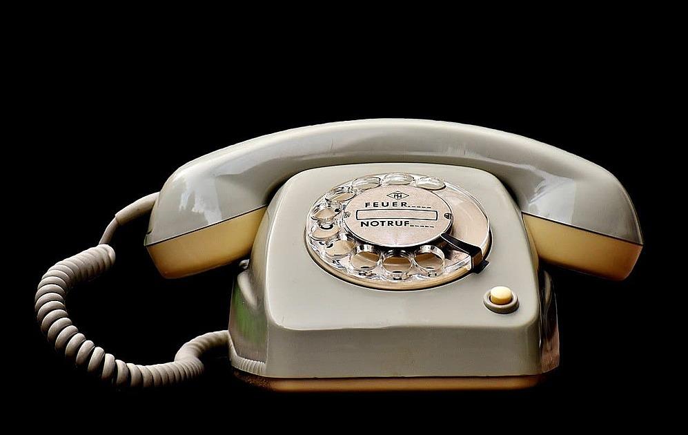 古い電話機の画像