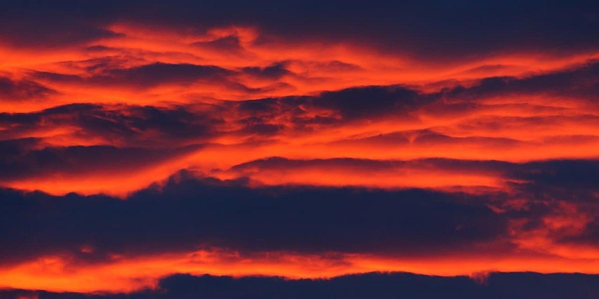 赤い雲の画像
