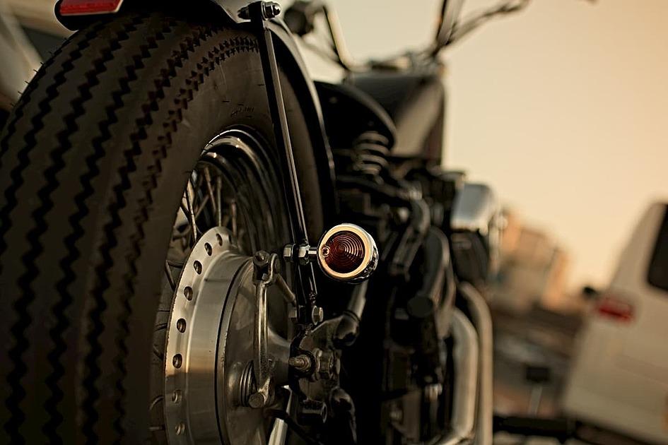 バイクの後ろ姿の写真