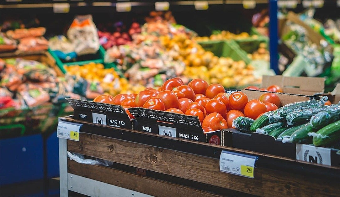 スーパーの果物の写真