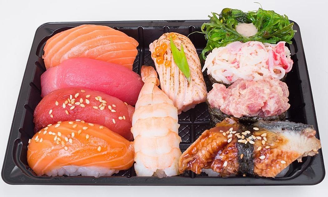 寿司盛り合わせの写真