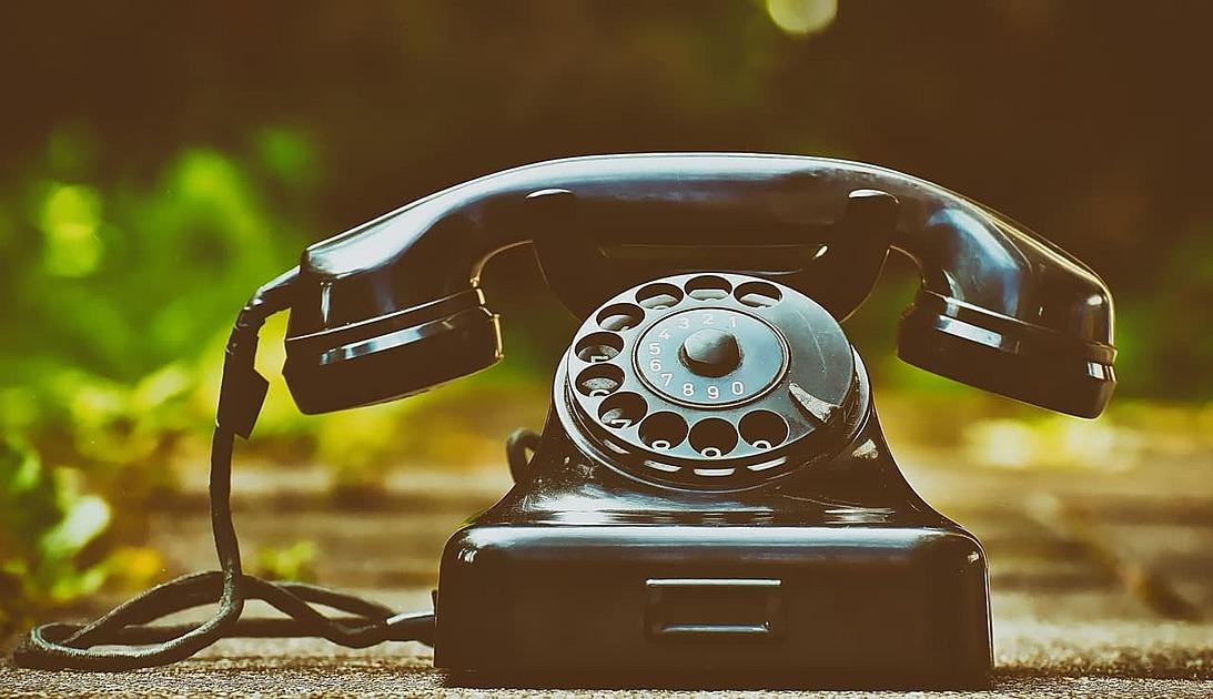 黒電話のセピアの写真