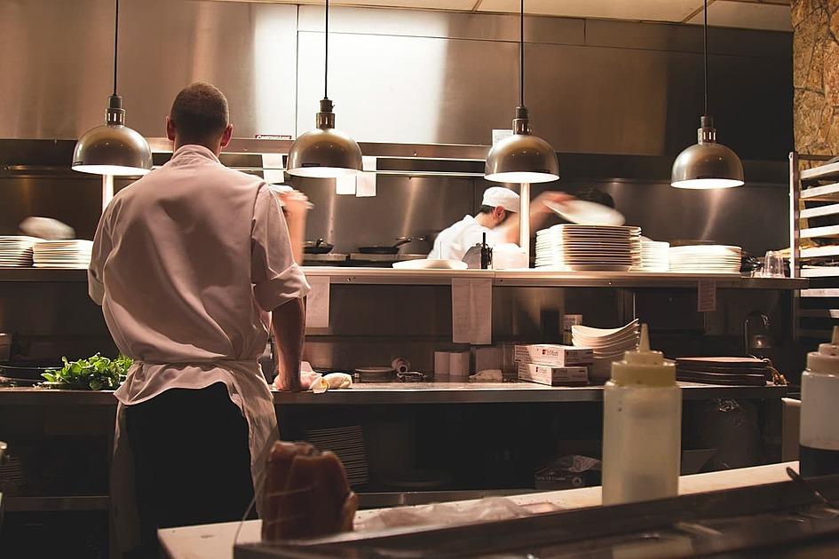 飲食店のキッチンの写真