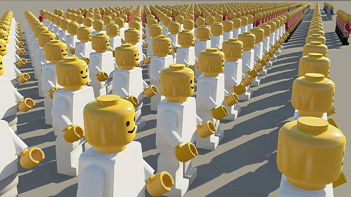 スマイルしているレゴが整列している写真