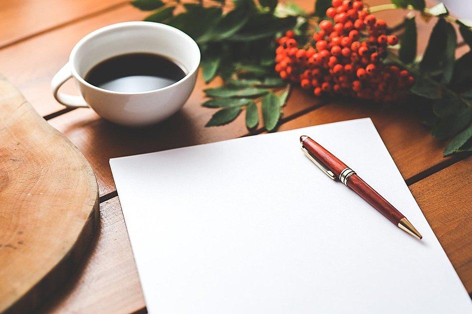コーヒーとメモの写真