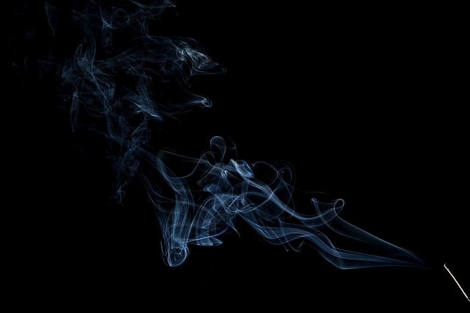 線香の煙の写真