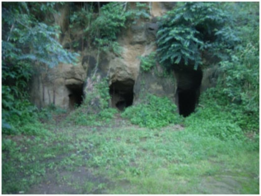 硫黄島の地下壕の写真