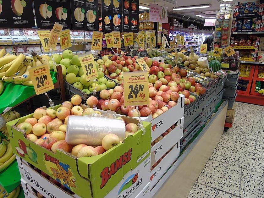 スーパーマーケットの売り場の写真