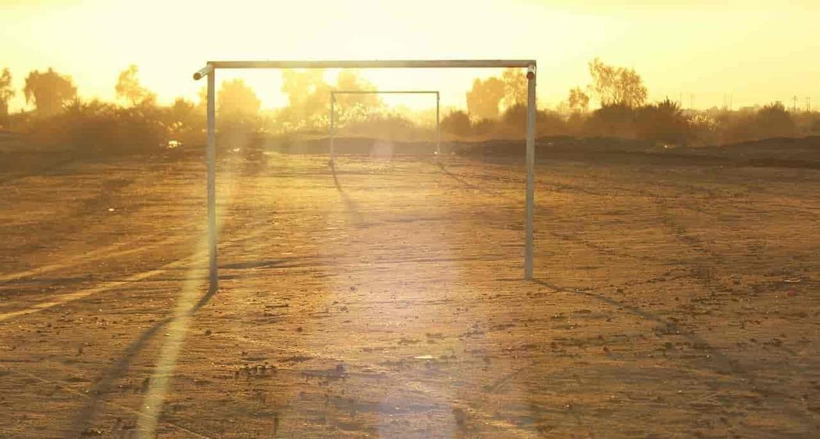 砂漠のサッカーゴール