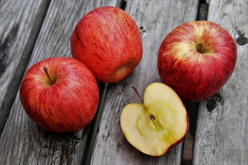 りんごが並んでいる
