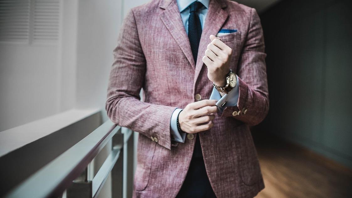 スーツの面接が向いている職種は、「家庭教師・塾講師」や「営業」など